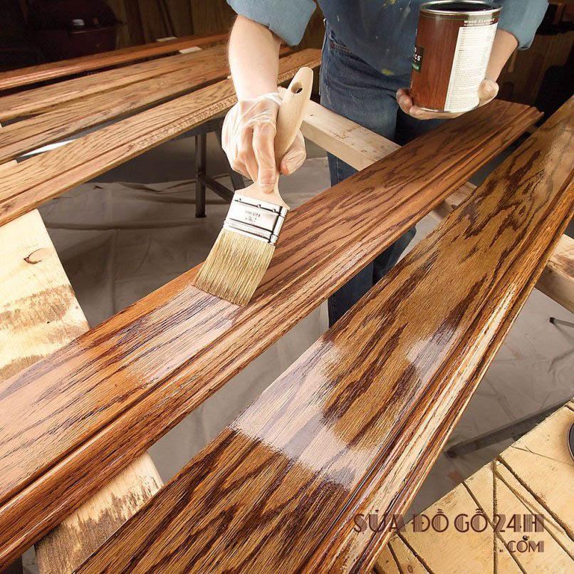 Thợ sơn đánh vecni đồ gỗ tại Hoàn Kiếm
