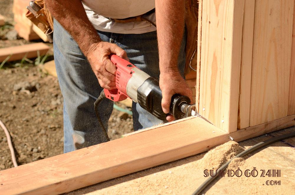 Thợ sửa đồ gỗ tại Hai Bà Trưng