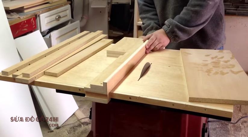 Thợ sửa đồ gỗ tại Long Biên
