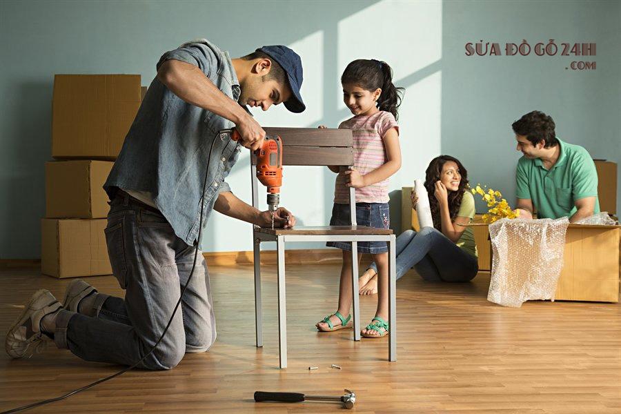Thợ sửa đồ gỗ Phương Đông